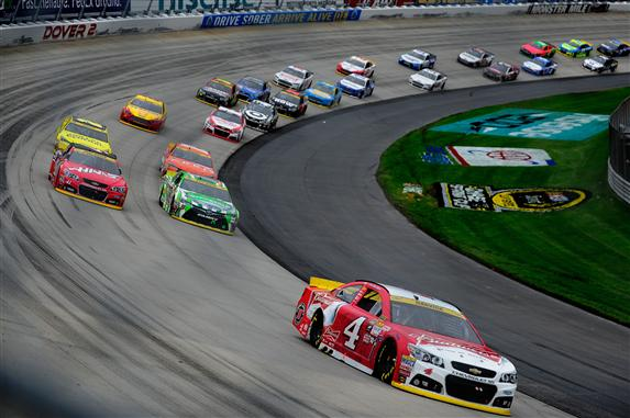 Kevin Harvick (4) leads the way in the AAA 400 at Dover International Speedway on Sept. 4, 2015 (photo courtesy of Getty Images for NASCAR).