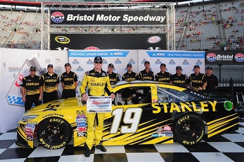 Carl Edwards wins the pole for the Bass Bro Shops NRA Night race at Bristol Motor Speedway on Aug. 19, 2016 (photo courtesy of Getty Images for NASCAR).
