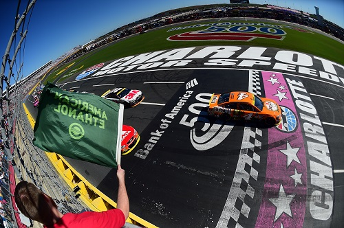 Kevin Harvick takes the green flag in the 2016 Bank of America 500 at Charlotte Motor Speedway last October (photo courtesy of Getty Images for NASCAR).