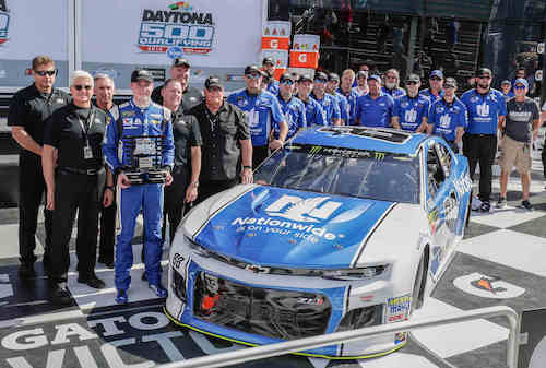 Alex Bowman with his No. 88 Hendrick Motorsports team in victory lane at Daytona International Speedway after winning the pole for the Daytona 500 on Feb. 11, 2018 (photo by Harold Hinson for Chevy Racing)