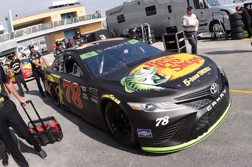 NASCAR Cup: season-finale at Homestead Miami Speedway has takes of retro