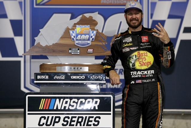 NASCAR Cup: Truex on pole at Bristol