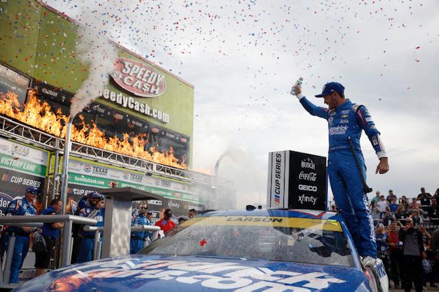 NASCAR Cup: Kyle Larson dominates, wins at Texas